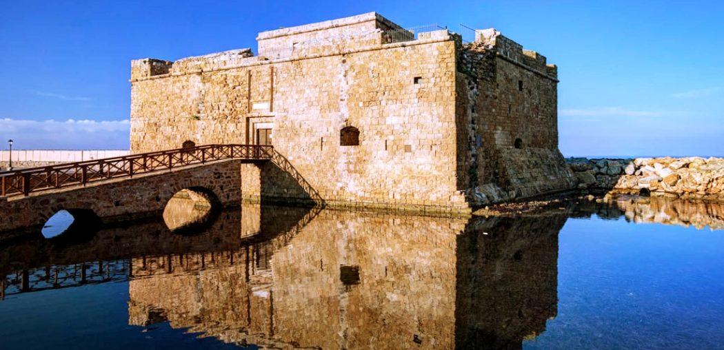 מצודה בנמל פאפוס